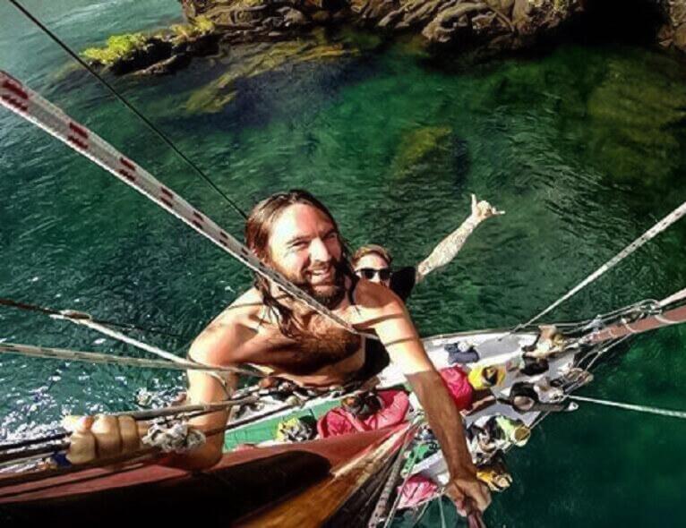 Climbing  Sail Fearless mast